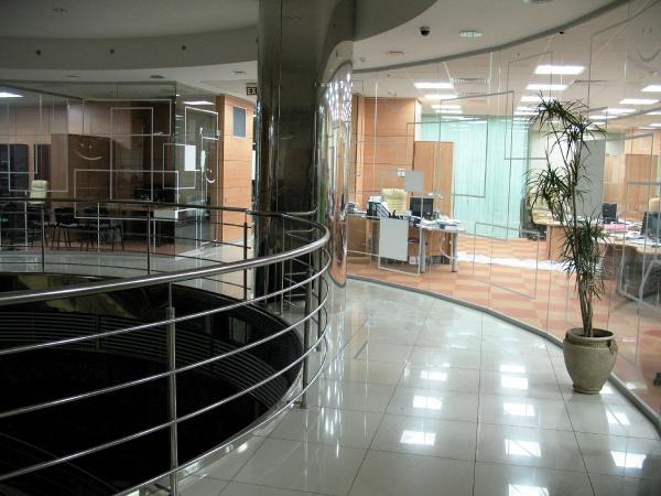 БТА Банк 2008 г. монтаж фальшпола и укладка ковролина